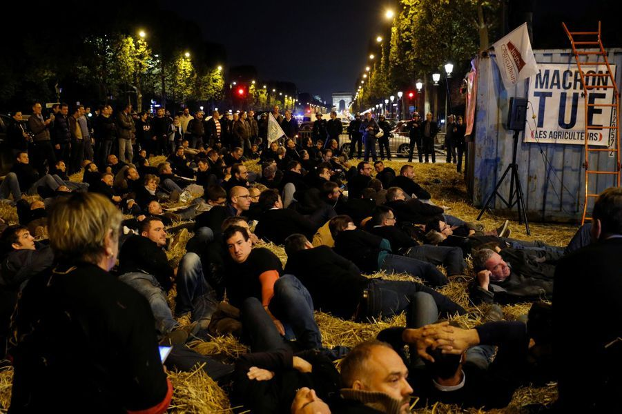 Manifestation d'agriculteurs sur les Champs-Elysées, le 22 septembre 2017.