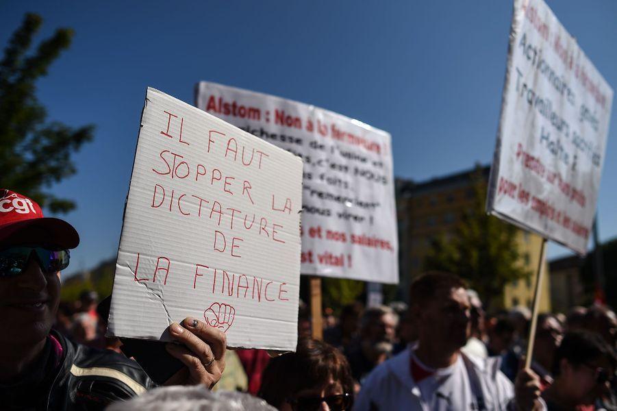 Des milliers de personnes ont défilé samedi dans les rues de Belfort contre la fermeture de l'usine d'Alstom