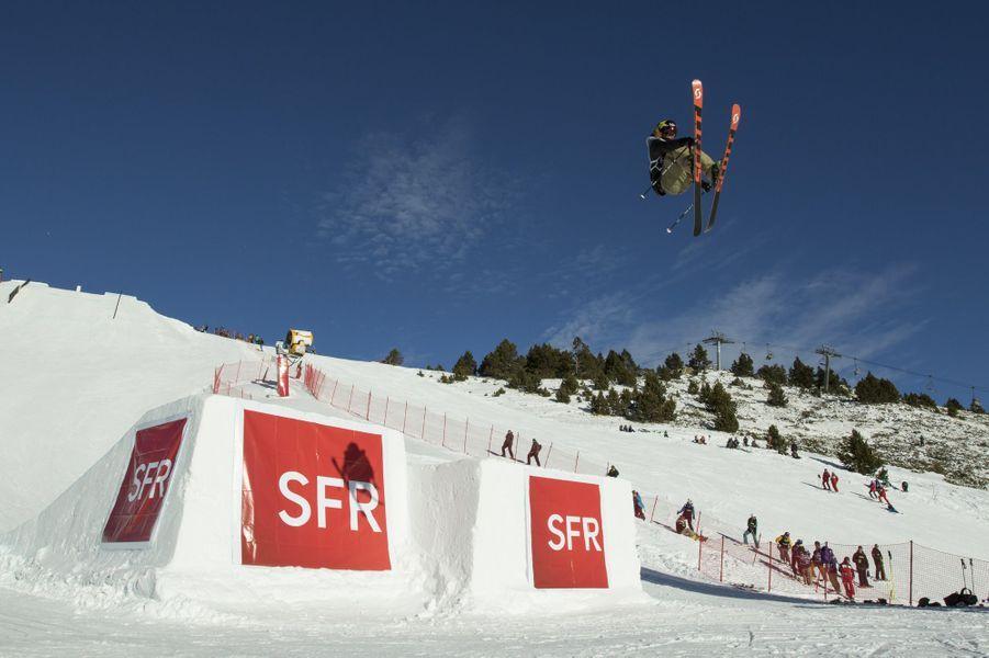 La France accueille pour la première fois une épreuve de coupe du monde de ski slopestyle.