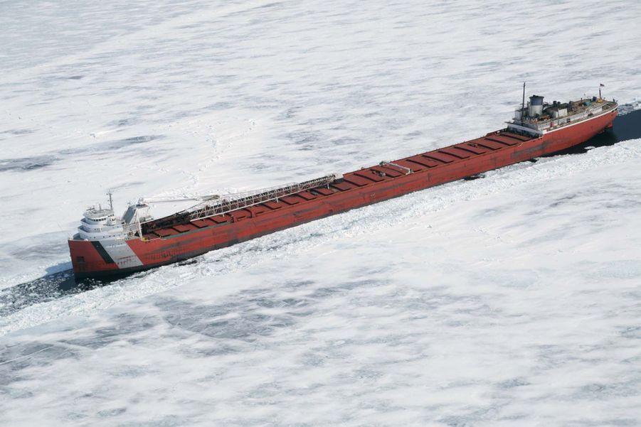 Un cargo canadien pris au piège