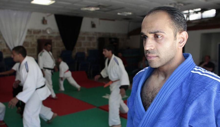 Il a 28 ans, il est judoka. Et il est le premier sportif palestinien non invité par le Comité International Olympique lors de JO. «Je suis sûr que tous les athlètes veulent participer aux JO grâce à leurs performances et non aidés d'un carton d'invitation», avait-il confié à Reuters. C'est chose faite. Il concourra dans la catégorie des moins de 73 kilos, et sera le porte drapeau de la Palestine.