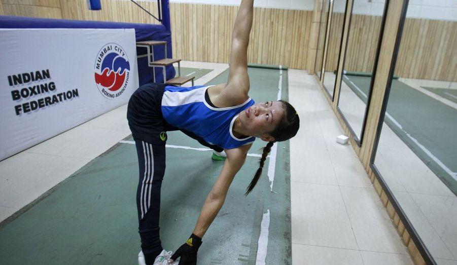 MC Mary Kom est quintuple championne du monde. Et pourtant, ce sera la première participation de cette boxeuse indienne dans la catégorie poids mouche. La boxe féminine vient tout juste d'être acceptée comme épreuve olympique, grâce à une campagne à laquelle MC Mary Kom a prêté son image. Cette mère de deux enfants est la seule chance de médaille pour l'Inde. Elle tentera de remporter le titre olympique.