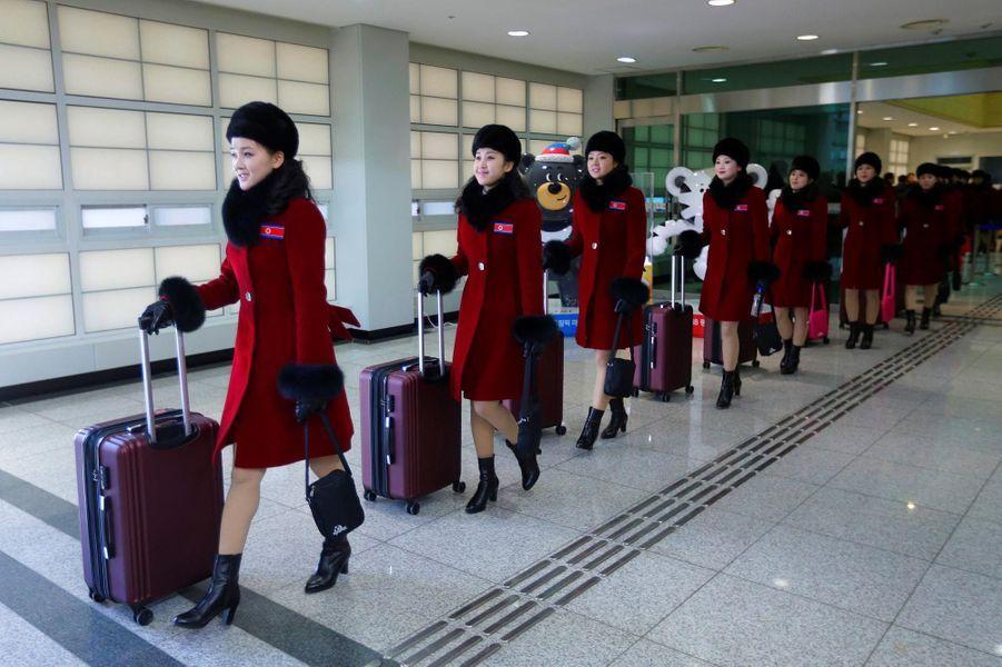 Corée du Sud : les pom-pom girls et athlètes nord-coréens sont arrivés