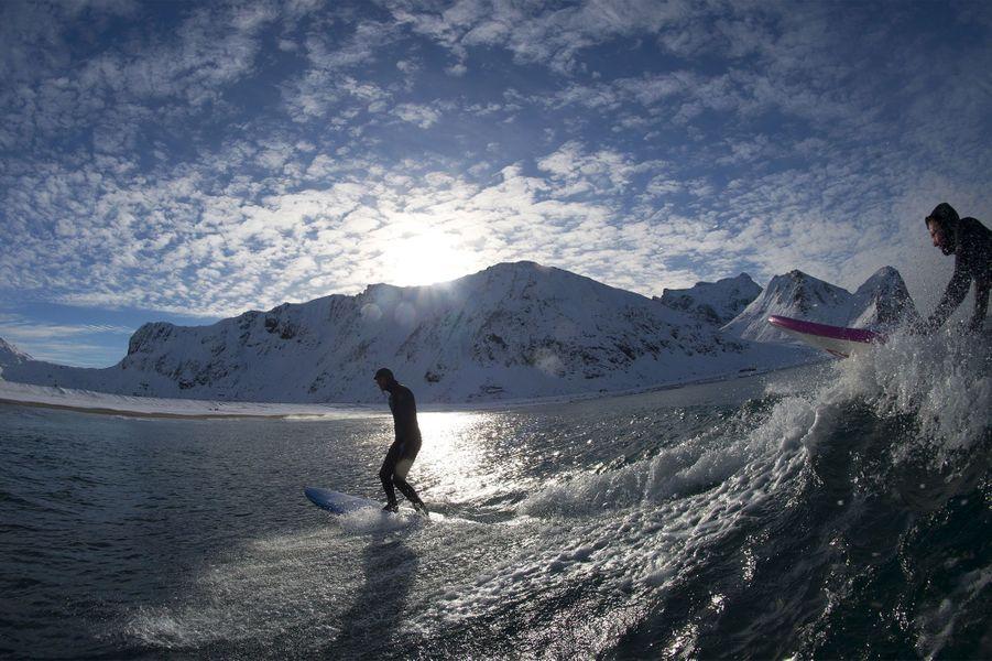 En Norvège, les surfeurs de l'extrême