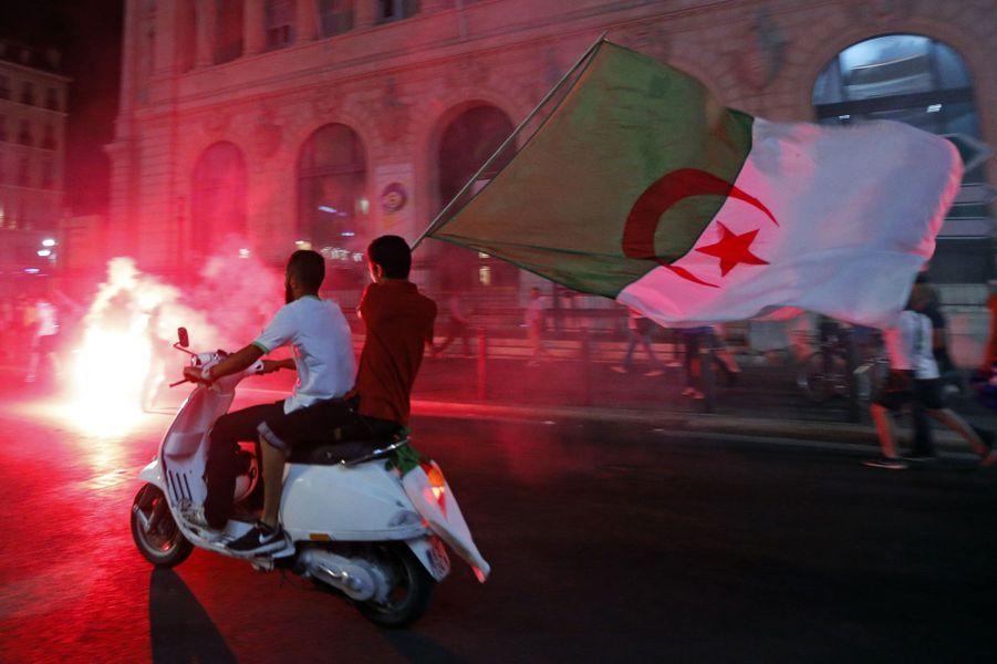 La liesse des supporters algériens