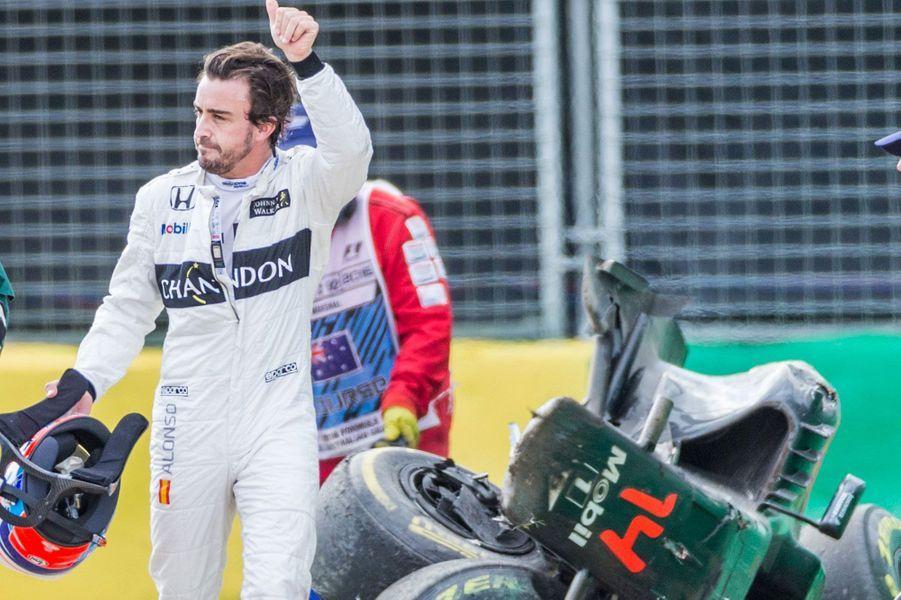 Fernando Alonso est sorti indemne d'un spectaculaire accrochage