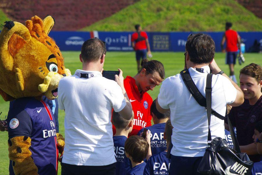 Zlatan et ses coéquipiers à la rencontre des petits fans