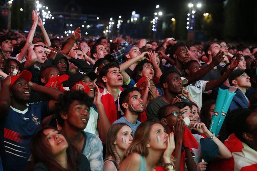 Euro 2016: à Paris, la joie des Portugais, les larmes des Français.