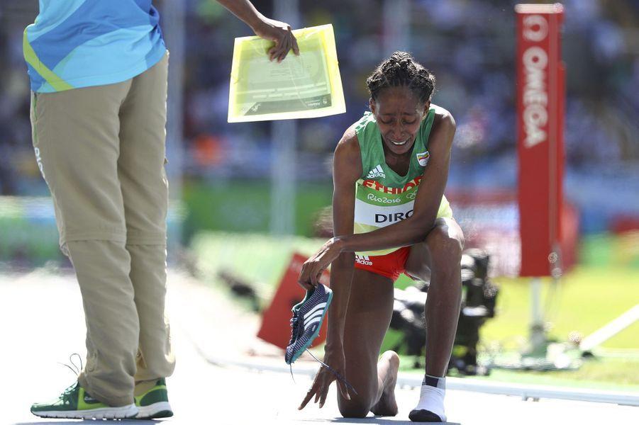 L'Ethiopienne Etenesh Diro s'est engagée dans une vaine remontée lors de la 3e série du 3000 m steeple, après avoir perdu sa chaussure dans une...