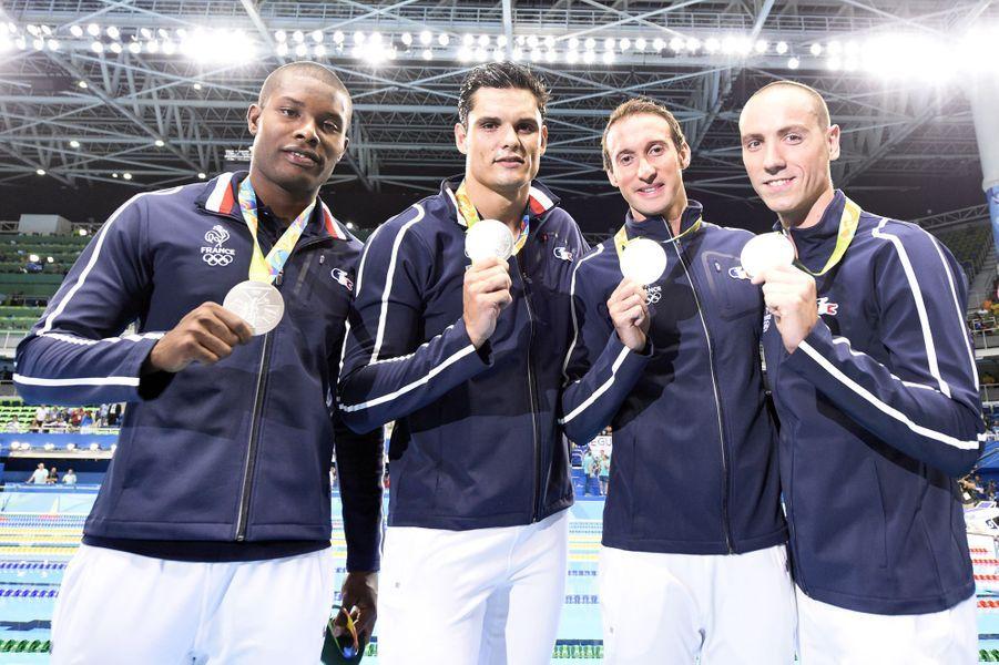 JO 2016 : Mehdi Metella, Florent Manaudou, Fabien Gilot et Jérémy Stravius, médaille d'or du 4x100 mètres.