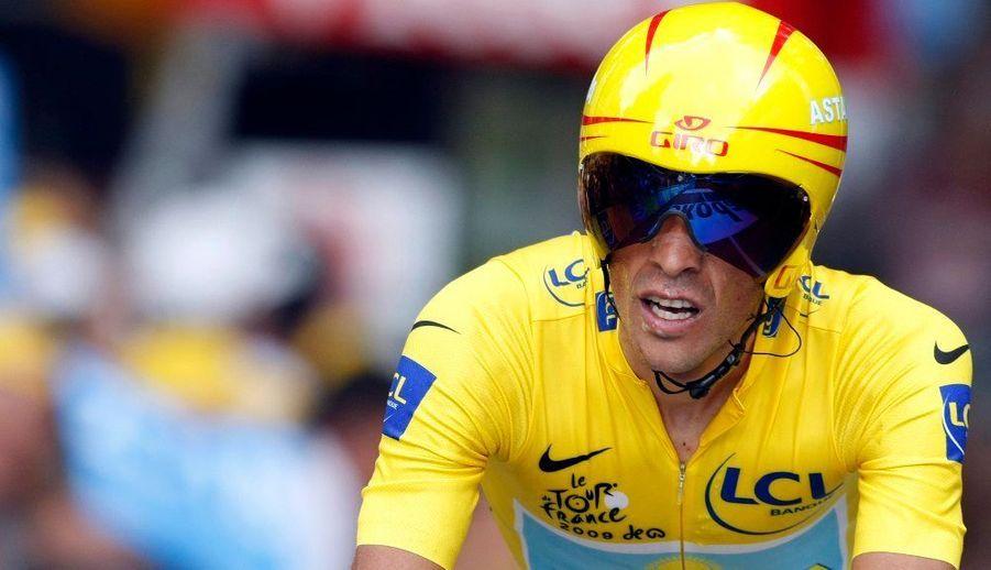 """Alberto Contador a remporté ce jeudi le contre-la-montre autour du lac d'Annecy, 18e étape du Tour de France. L'Espagnol de l'équipe Astana a bouclé les 40 km du parcours en 48'30"""", soit trois secondes de mieux que Fabian Cancellara (Saxo Bank). C'est le Russe Mikhail Ignatiev (Katusha) qui a pris la troisième place, avec 15 secondes de retard sur le vainqueur de la Grande Boucle 2007. Andy Schleck a quant à lui terminé 21e du chrono, relégué à 1'45"""" de Contador, tandis que Lance Armstrong s'est classé 16e (+1'30"""")."""