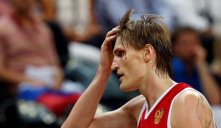 Andreï Kirilenko n'oubliera pas la rencontre face à l'Australie. Non seulement la Russie a perdu le match sur le fil, mais en plus il a fini la rencontre en sang après un coup de genou involontaire.