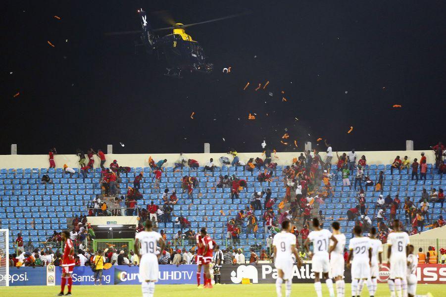 Des incidents ont perturbé la demi-finale de la CAN 2015 entrela Guinée Equatoriale et le Ghana. Des joueurs ont été visés par des projectiles et des supporters ont envahi le terrain.