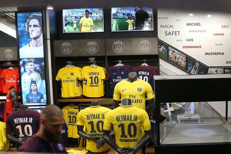 Les supporters parisiens sont prêts à accueillir Neymar ce vendredi.