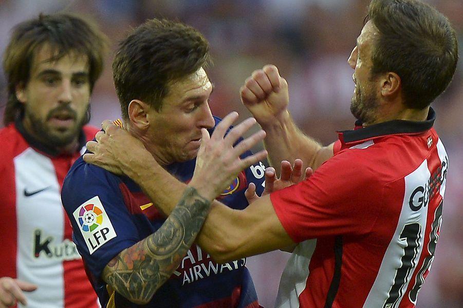 Coulisses, à-côtés, images surprenantes, Paris Match vous propose de découvrir le meilleur de l'actualité sportive de la semaine du 17 au 23 août.Ici, lors du match Bilbao- Barcelone, Lionel Messi et Carlos Gurpegi en sont venus aux mains.
