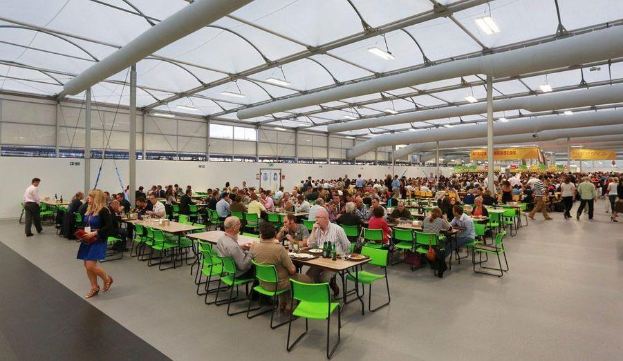 Un réfectoire de plus de cinq mille couverts accueillera les sportifs affamés.
