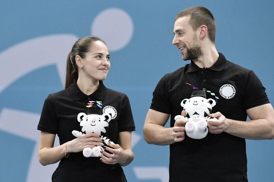 Alexander Krushelnitsky et Anastasia Bryzgalova - Athlètes olympiques de Russie- (curling mixte)