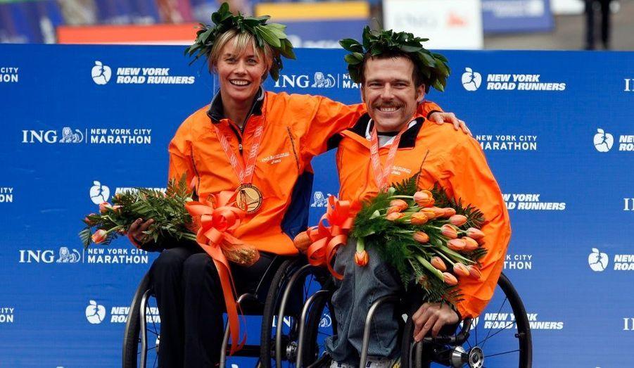 L'Australien Kurt Fearnley et la Suissesse Edith Hunkeler ont remporté l'épreuve réservée aux candidats en fauteuil roulant.