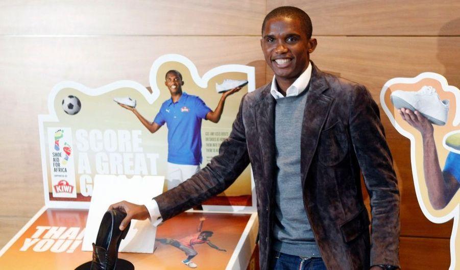 """Le footballeur camerounais de l'Inter de Milan, Samuel Eto'o, a pris part à la campagne """"Shoe Aid for Africa"""" lundi à Barcelone, destinée à venir en aide aux jeunes africains."""