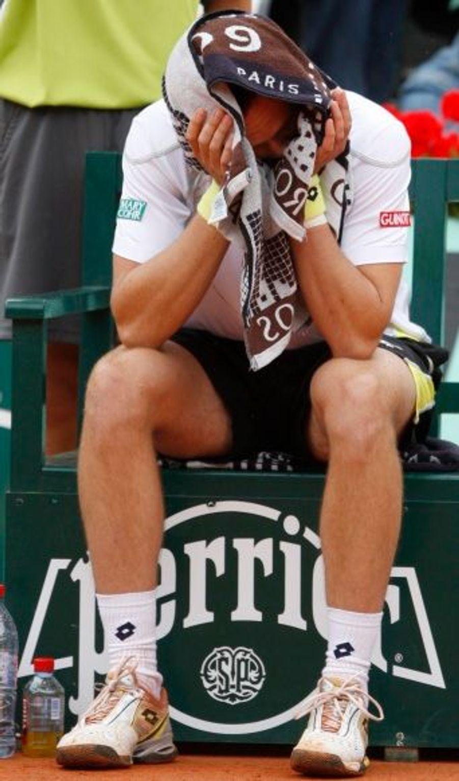 Après son échec face à Roger Federer, le suédois Söderling accuse le coup.