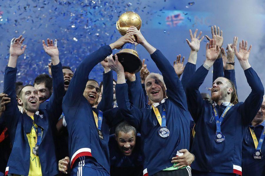 Les hommes aussi ont gagné le titre mondial en handball.A lire :Handball : les Bleus, experts de la victoire