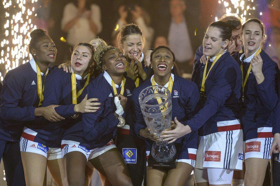 Les joueuses de handball ont empoché l'or mondial après une finale stressante contre la Norvège.A lire :Les handballeuses françaises sont championnes dumonde