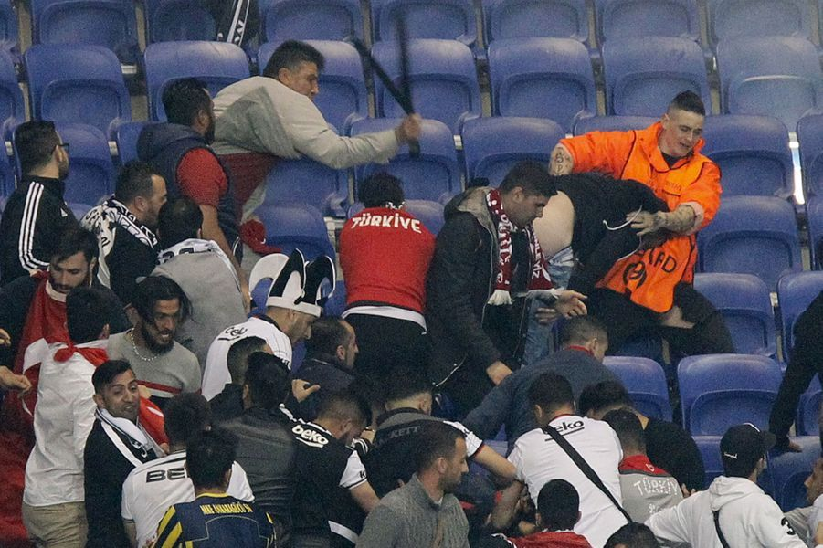 Les violences au Parc OL jeudi ont provoqué le retard du match.