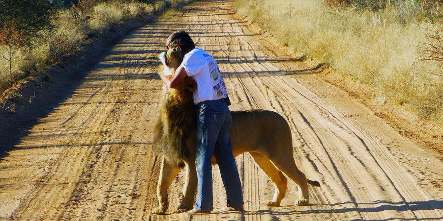 Frikkie et Zion le lion, les inséparables