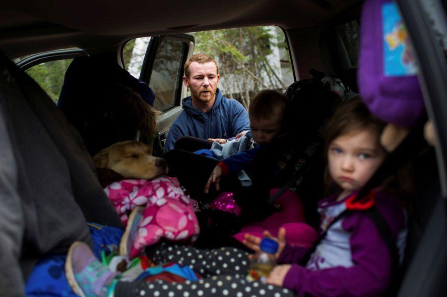 La famille Anderson, évacuée de Fort McMurray, avait pu prendre son chien, le 6 mai 2016.