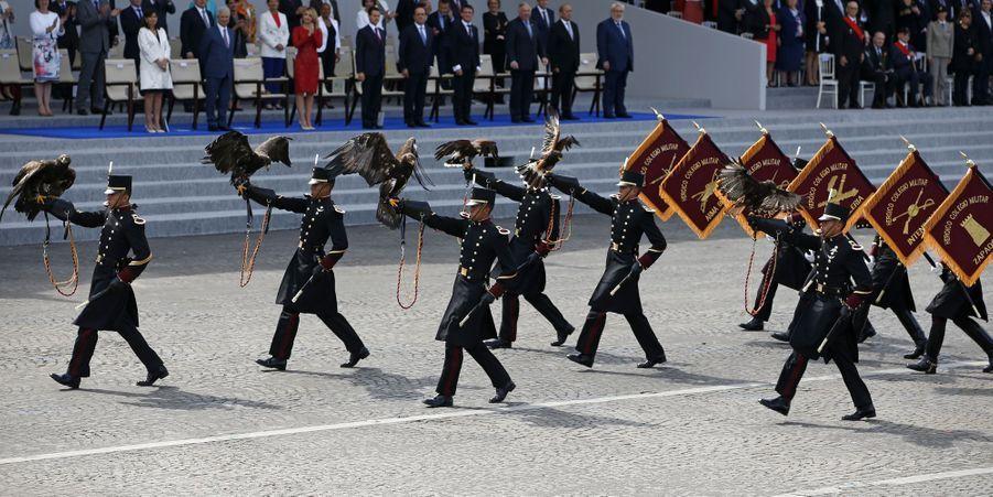 Les mascottes de l'armée mexicaine inaugurent le défilé