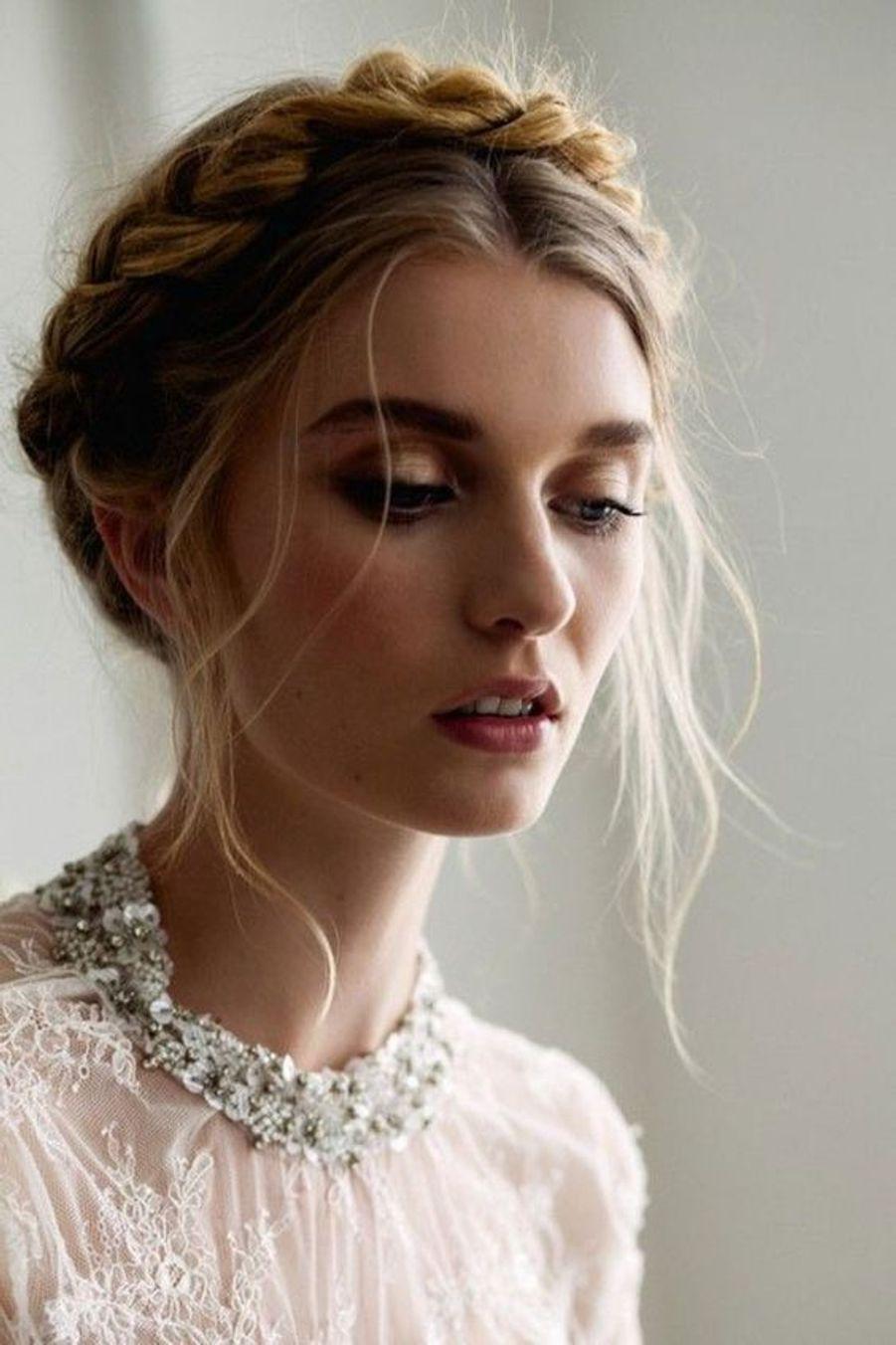 Crown Braid : La couronne tressée, une coiffure idéale pour cet été, facile à porter et à accessoiriser ! - Voir l'épingle