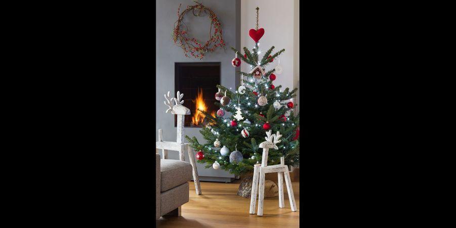 Un sapin rempli d'amour pour un Noël en famille. (voir l'épingle)Suivez nous sur Pinterest!