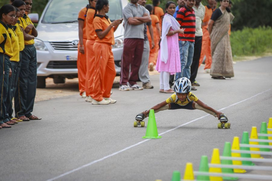 Devisri Prasad, le petit génie du roller limbo.