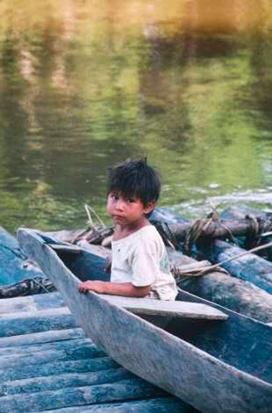 Les Matsés sont les gardiens naturels de leurs terres. En alternant leurs aires de culture, de chasse et de pêche, ils n'épuisent ni les sols, ni le gibier, ni le stock de poissons. «Avant de rencontrer les Blancs, notre vie était merveilleuse, raconte un Matsés. Nous vivions au bord de la rivière et nous la traversions pour cultiver nos jardins. Quand le temps était venu, nous abandonnions ces jardins à la forêt pour en ouvrir d'autres ailleurs.»Maintenant, ils craignent que la prospection pétrolière ne ruine leur environnement. «Le pétrole va détruire les sources de nos rivières, s'alarment-ils. Qu'adviendra-t-il des poissons? Que boiront les animaux?»