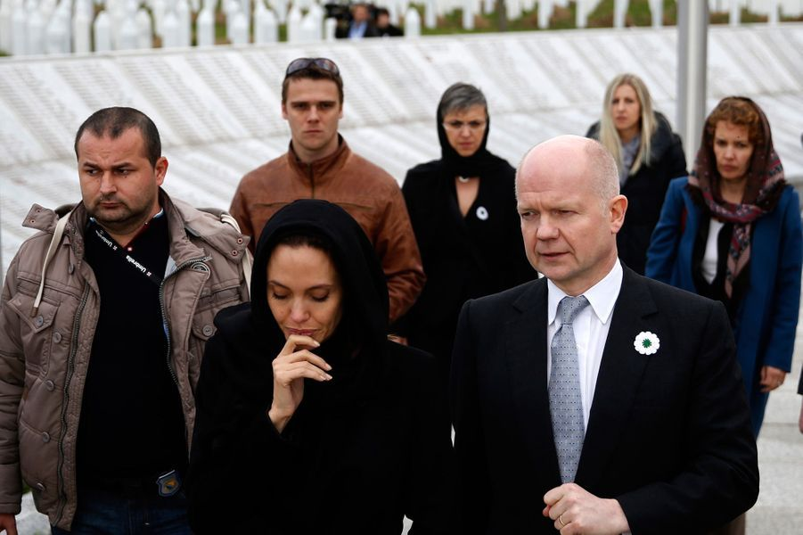 Angelina Jolie se recueille à Srebrenica