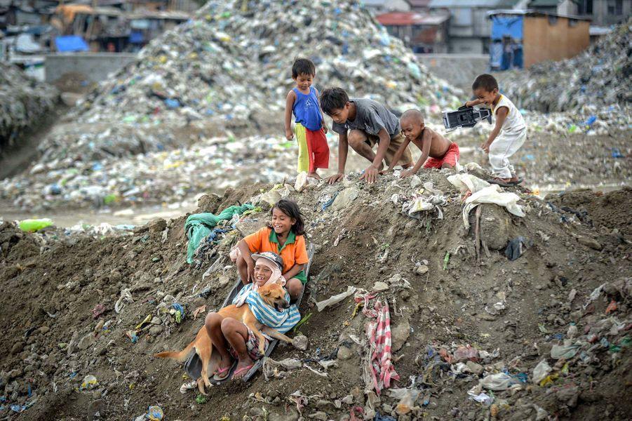 Au coeur d'une décharge aux Philippines