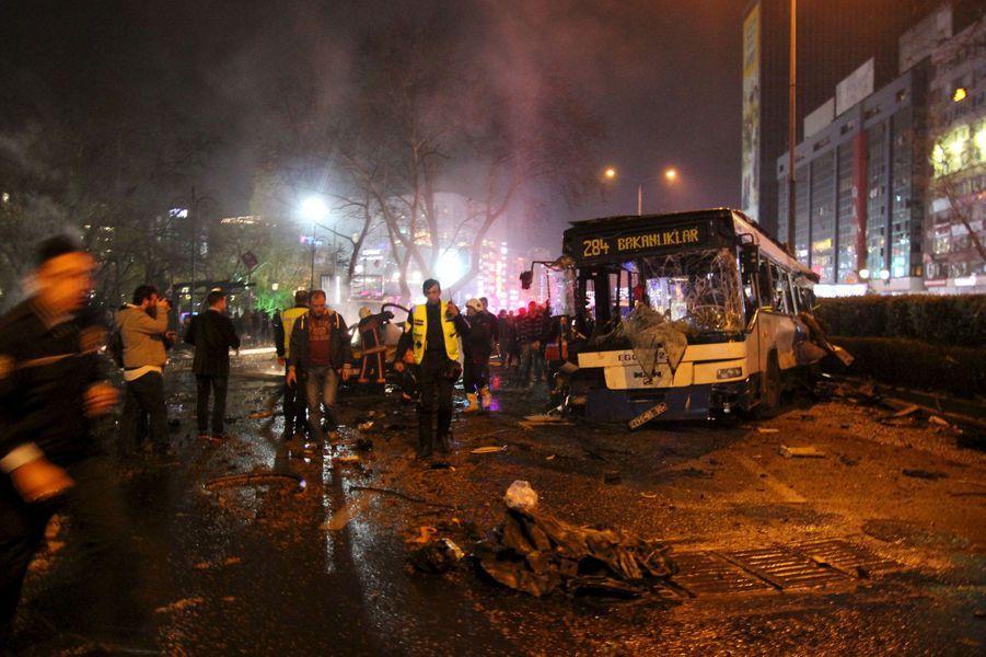 Au moins 37 morts dans un attentat à la voiture piégée à Ankara