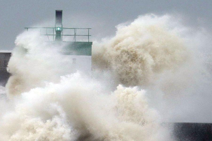 La tempête Christine déchaine les flots