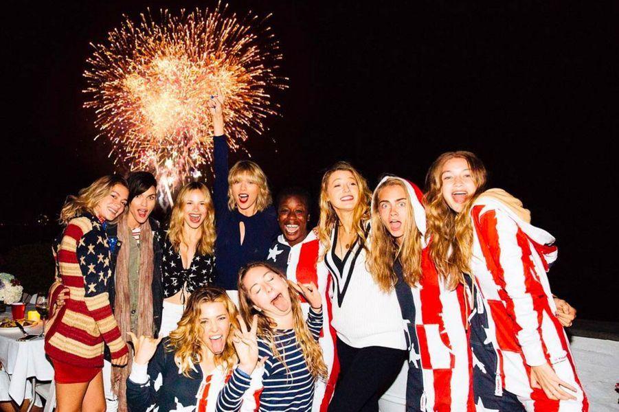 Taylor Swift, Blake Lively, Cara Delevingne, Gigi Hadid et leurs amies pour le 4 juillet