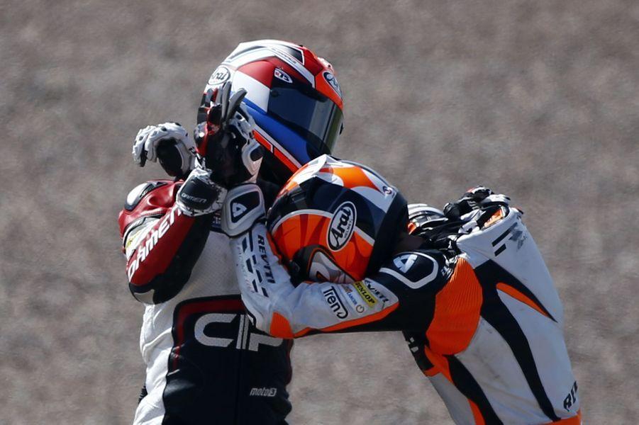 Deux pilotes s'écharpent en plein Grand Prix