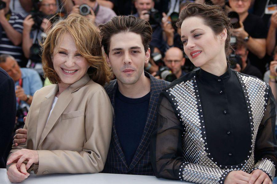 Nathalie Baye et Marion Cotillard autour de Xavier Dolan au Festival de Cannes 2016