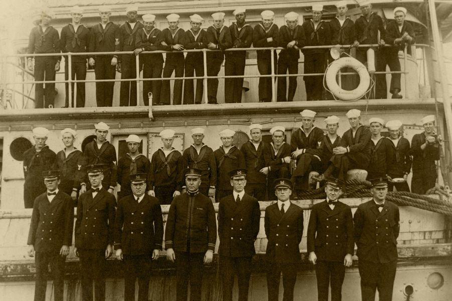 Une partie de l'équipage de l'USS Conestoga, en 1921