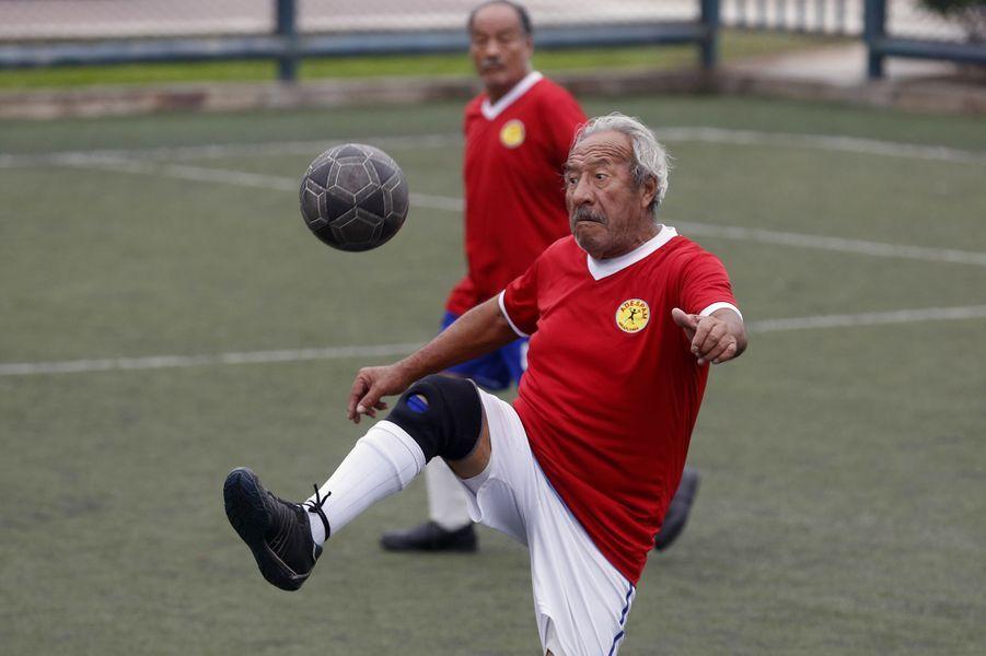 Les footballeurs seniors de Miraflores