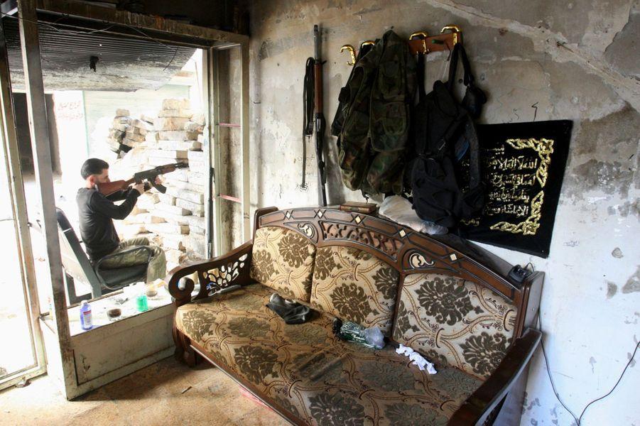 D'Alep à Damas, les combats ne faiblissent pas