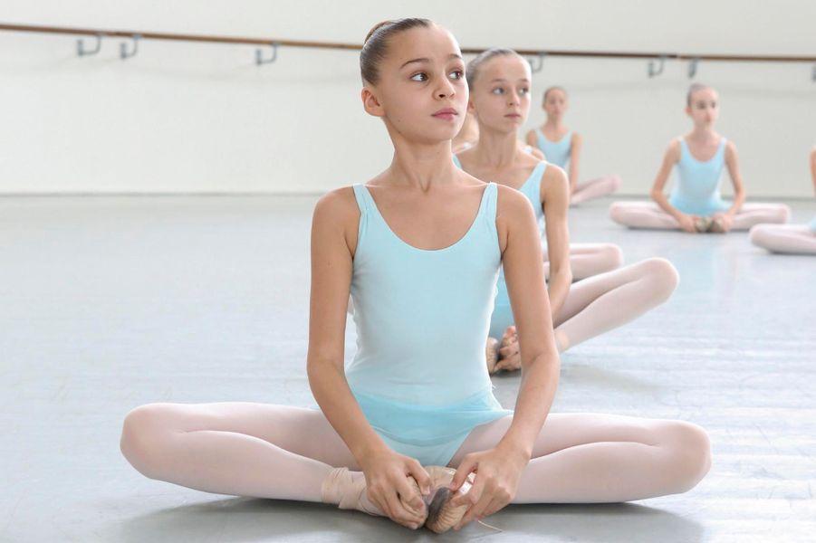 Romane au cours de Marie-José Redont, à l'Ecole de danse de Nanterre. Sa classe, la 5e division, accueille 11 élèves de 10 à 12 ans, dont 4 internes.
