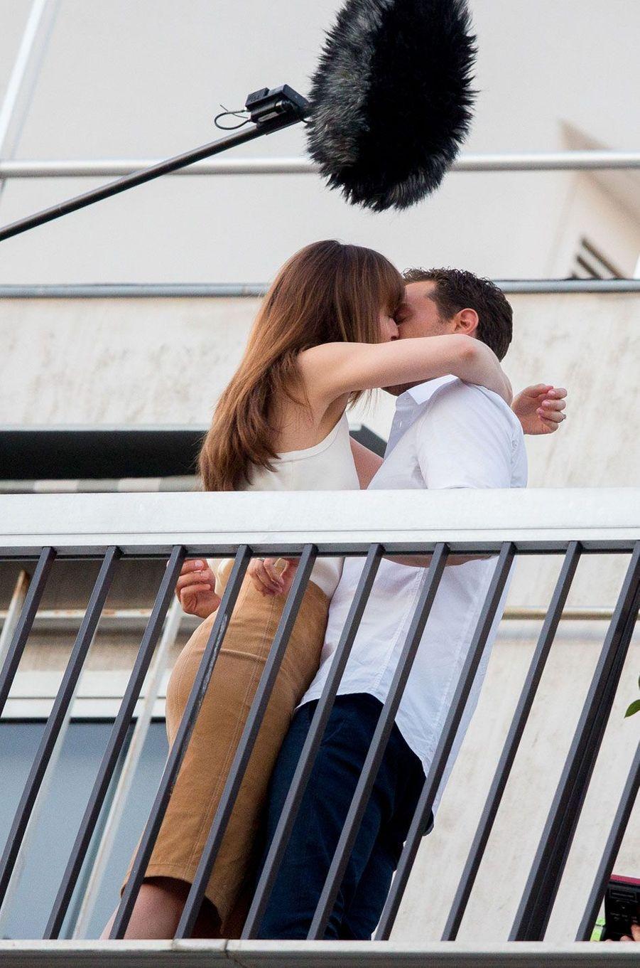 """Dakota Johnson et Jamie Dornan à Paris pour le tournage de """"Fifty Shades"""""""