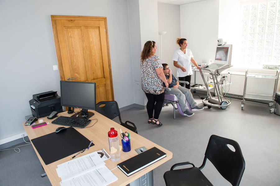 Le Dr Thierry Castera ausculte ses patients à distance