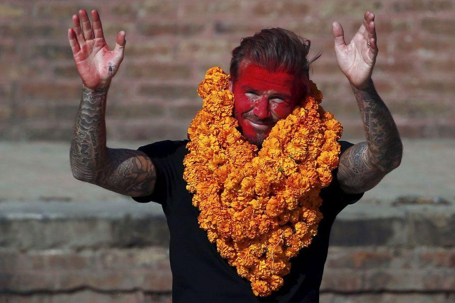 Coulisses, à-côtés, images surprenantes, Paris Match vous propose de découvrir le meilleur de l'actualité sportive de la semaine du 2 au 8 novembre.Ici, David Beckham était à Bhaktapurau Nepal pour un match de charité afin de collecter des fonds pour l'Unicef.