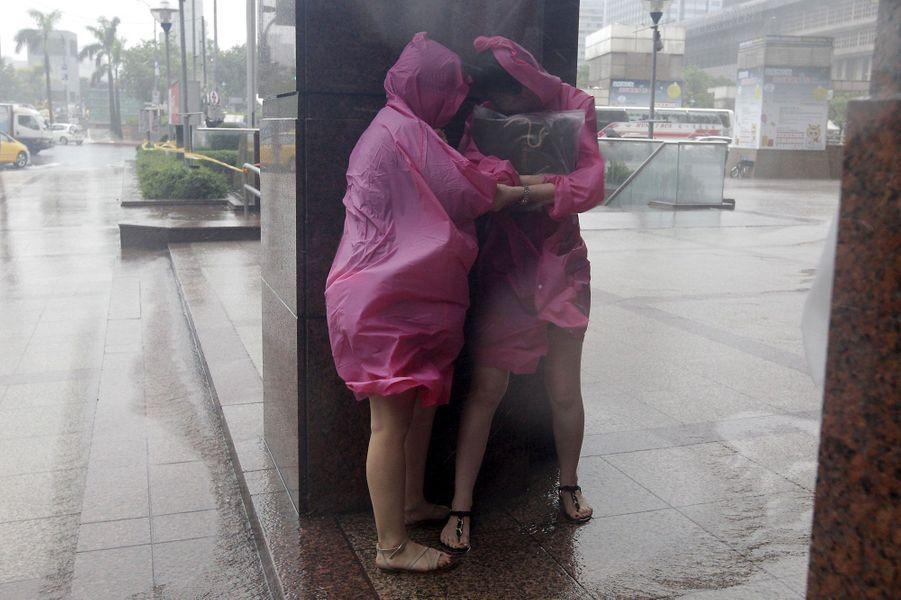 """Le """"super-typhon"""" Dujuan balaie Taïwan"""