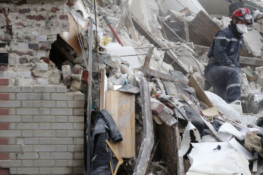 Six morts dans l'effondrement d'un immeuble à Rosny-sous-Bois